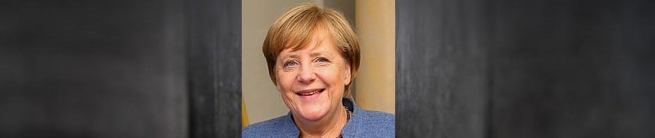 cropped-cropped-Holocaust-Mahnmahl-Berlin-Merkel.jpg